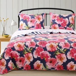 NWT Barefoot Bungalow 3 pc. Queen quilt set